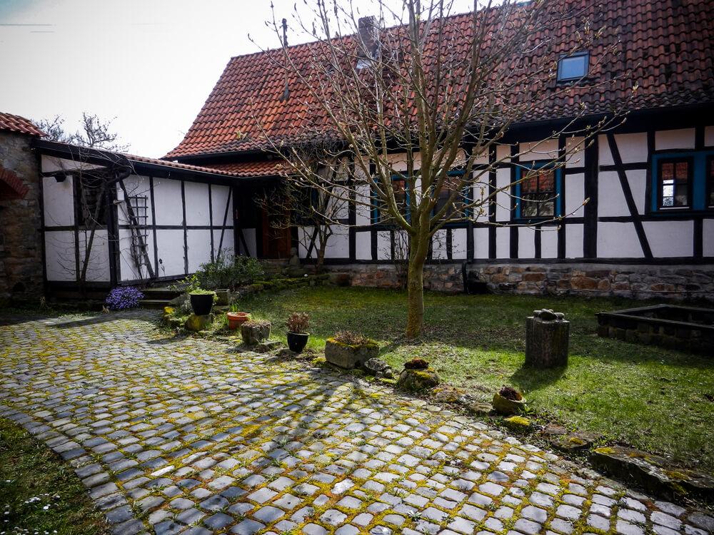 Die Alte Schäferei - Ansicht vom Hof auf die Haustür.