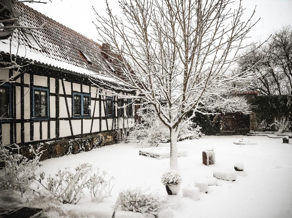 Ansicht Innenhof der alten Schäferei im Winter