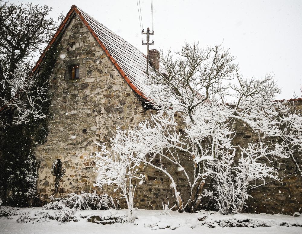 Aussenansicht der alten Schäferei im Winter