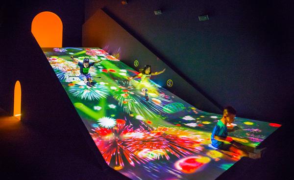 ArtScience Museum - Sliding through the Fruit Field