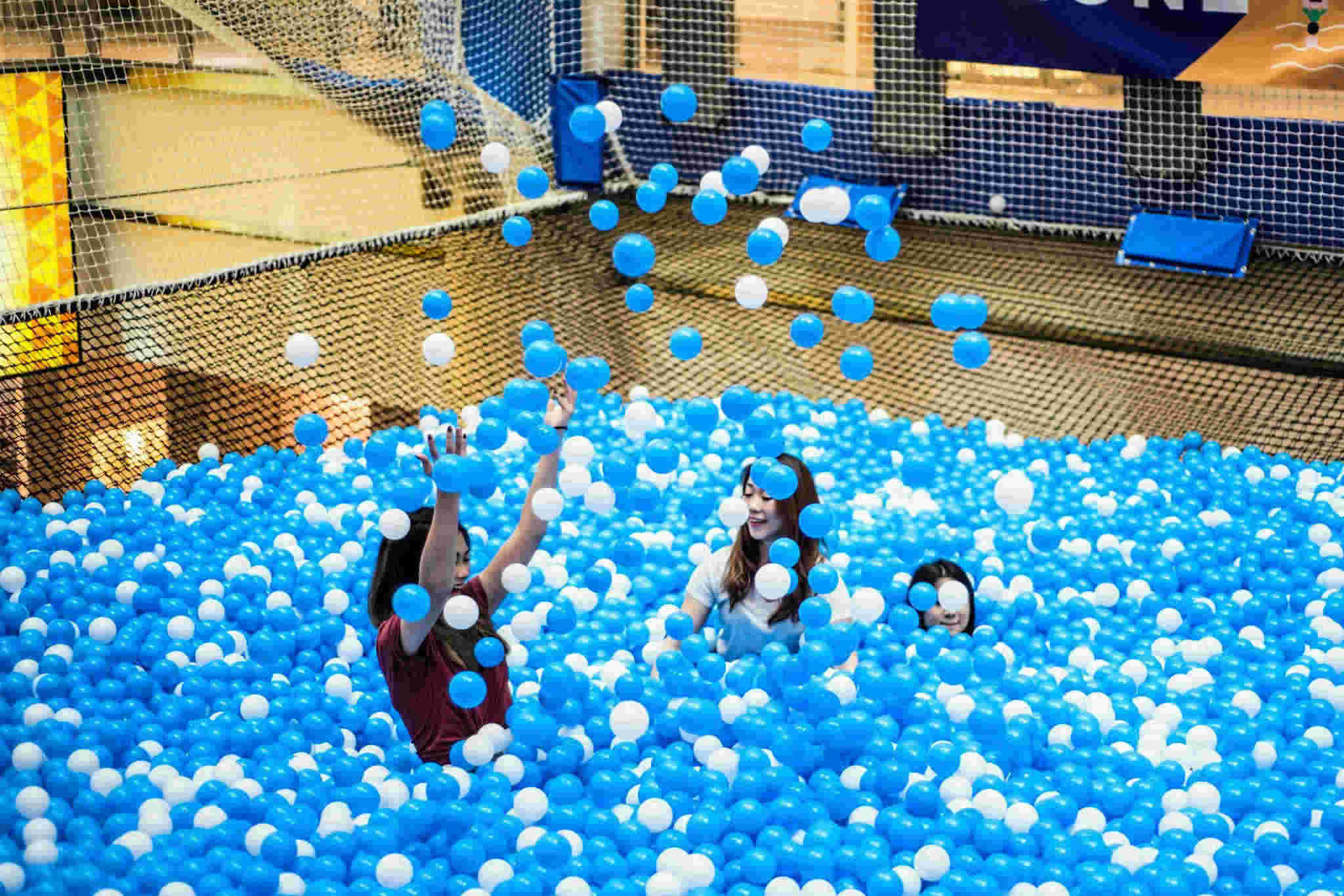 AIRZONE Floating Ball Pit