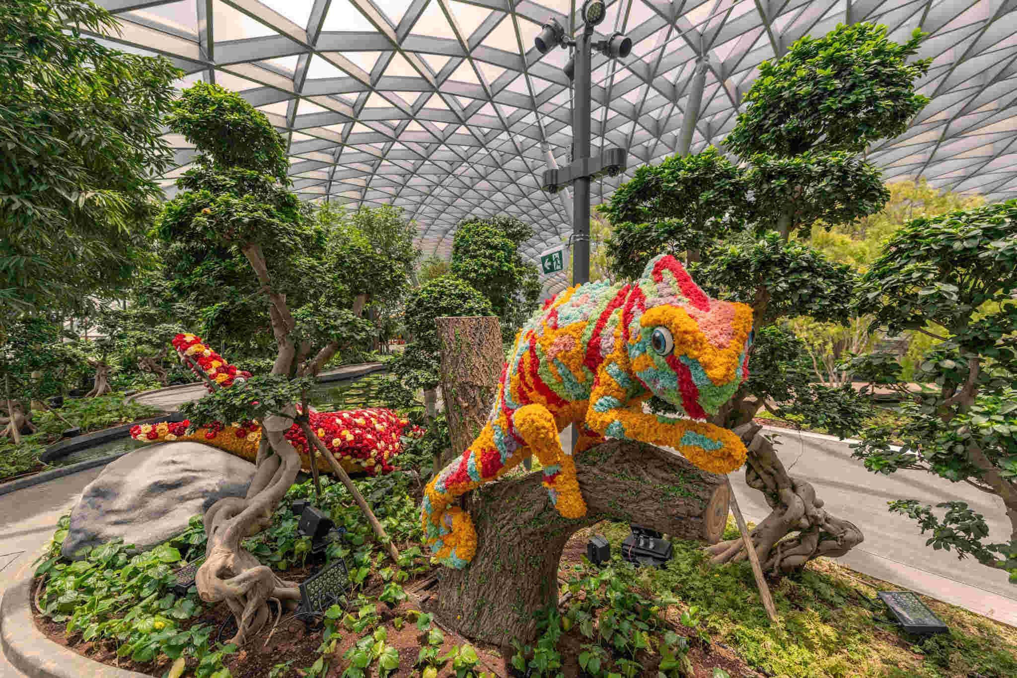 Topiary Walk - Jewel Changi Airport