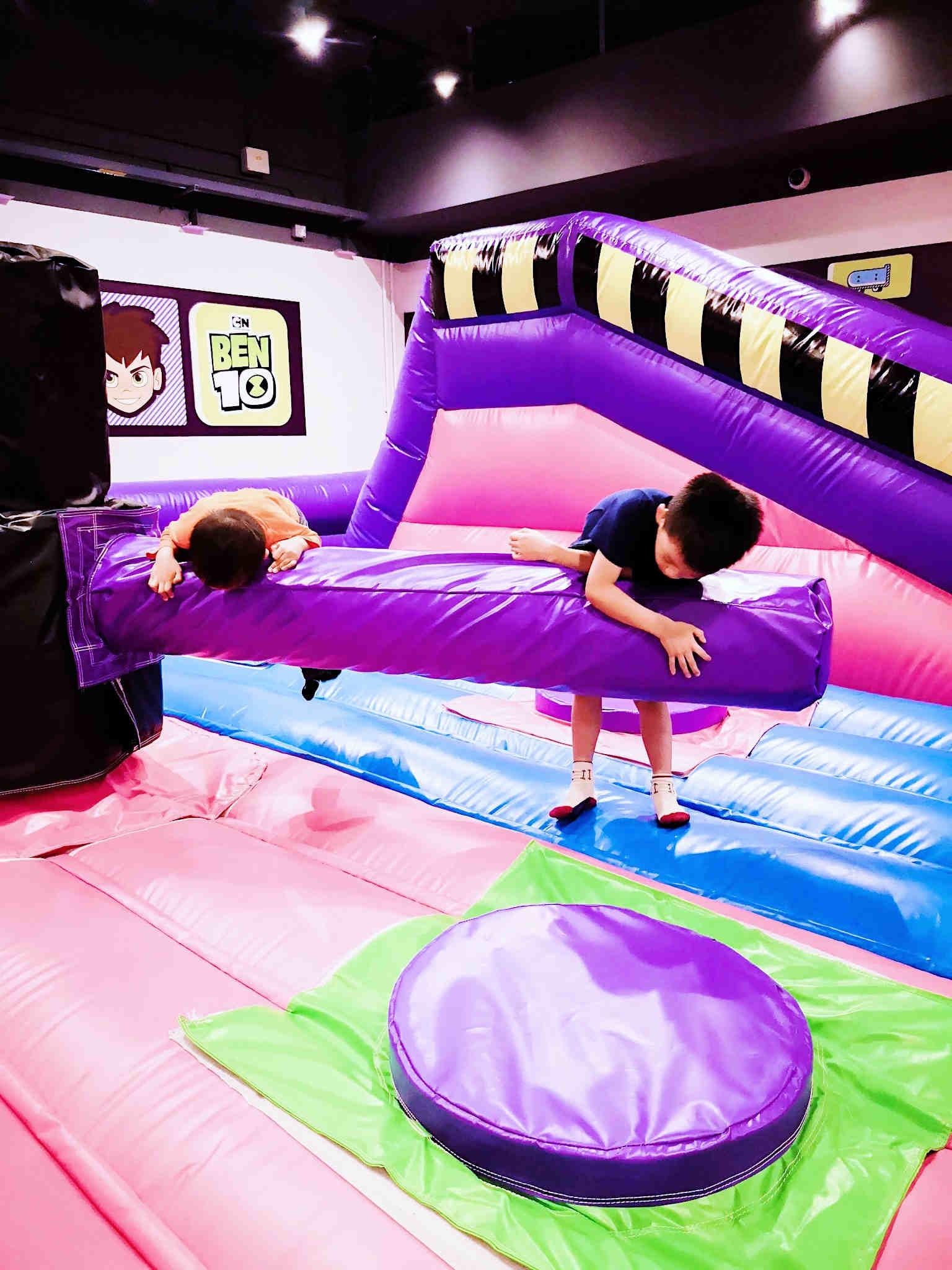Bouncy inflatable area