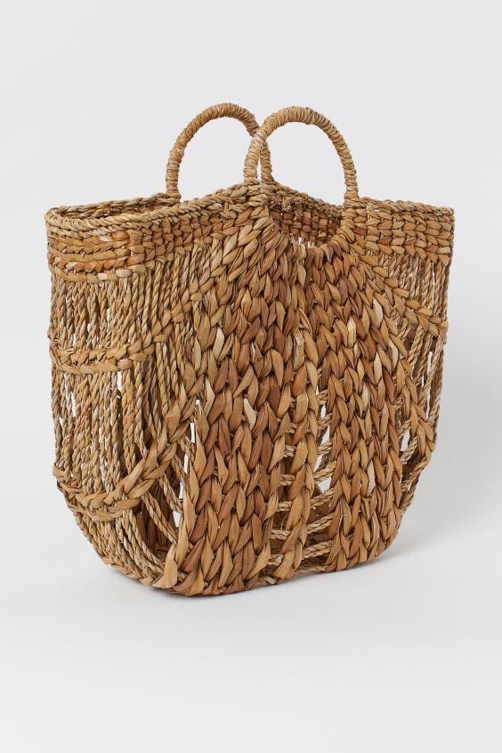 Straw beach bag lifestyle blog