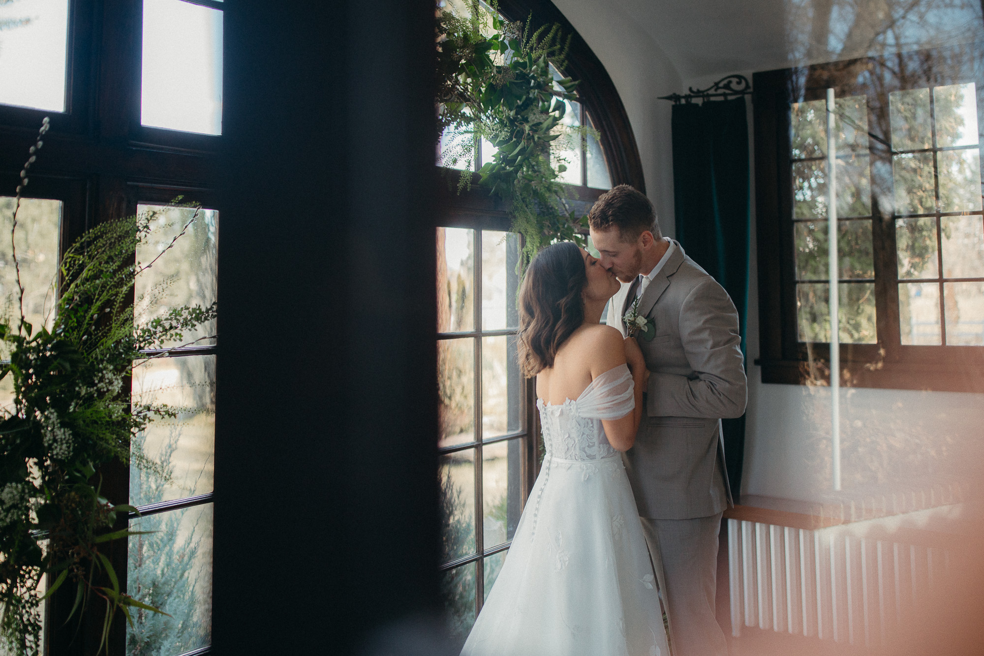 Inspirational wedding shoot at one of our favorite Eagle, Idaho venues. The whole concept of this shoot was to keep the style simple and not take away attention from the Spanish revival home. Being wedding photographers & cinematographers we always appreciate beautifully lit spaces