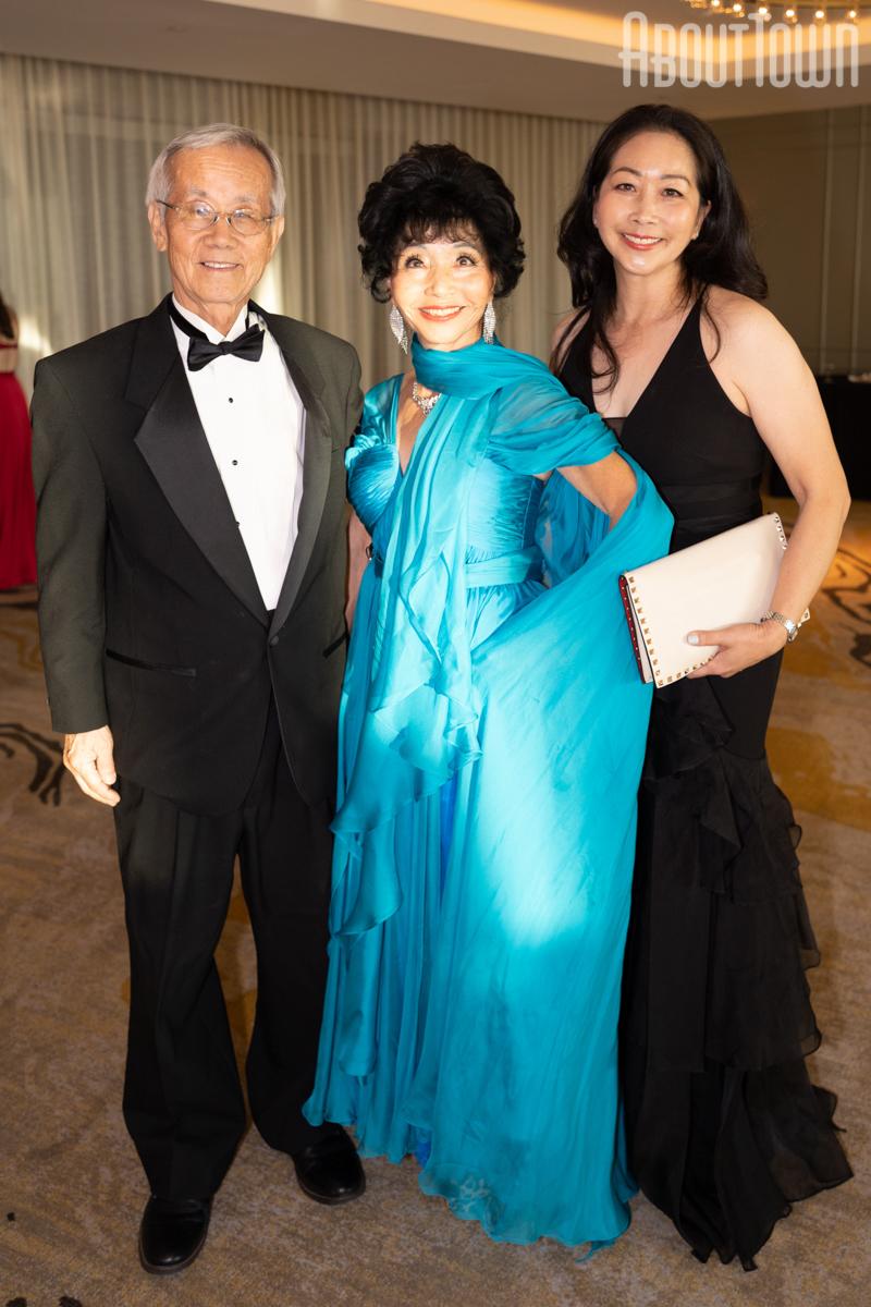 Dr Robert and Julie Kim, Sarah Kim