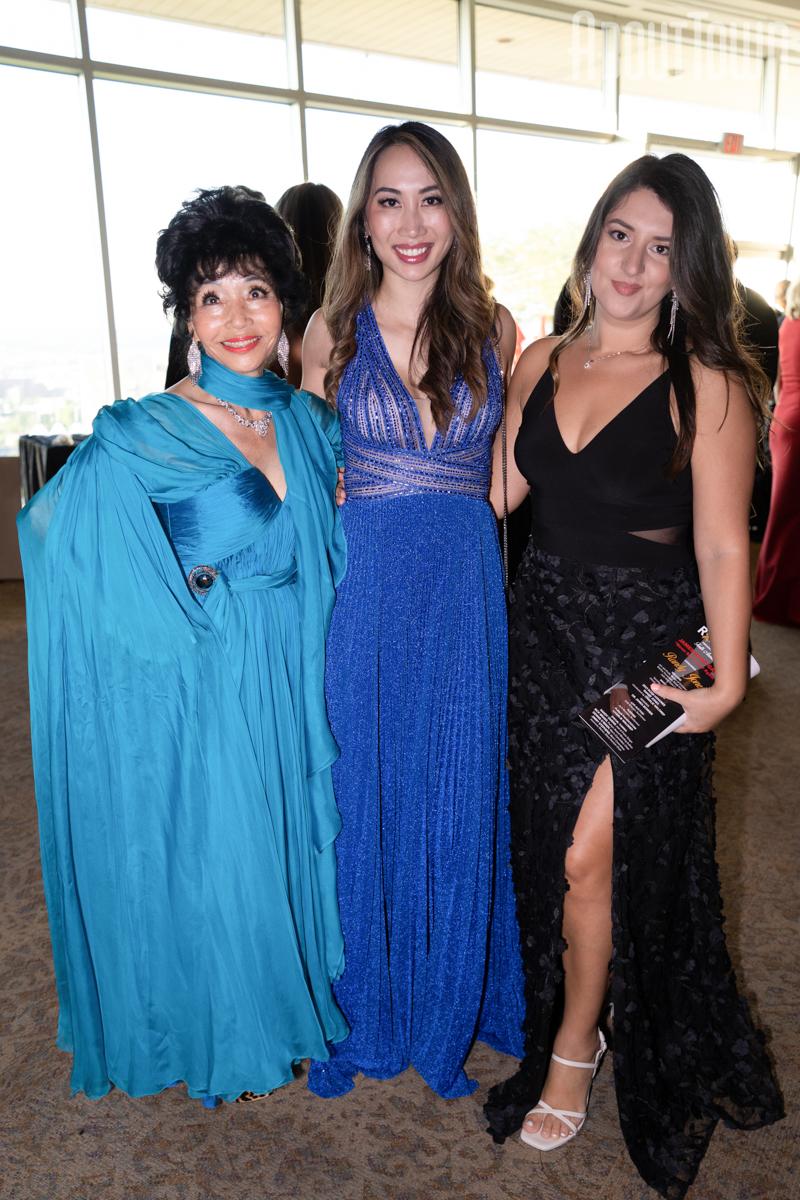 Julie Kim, Lily Nizam, Arsa Gega
