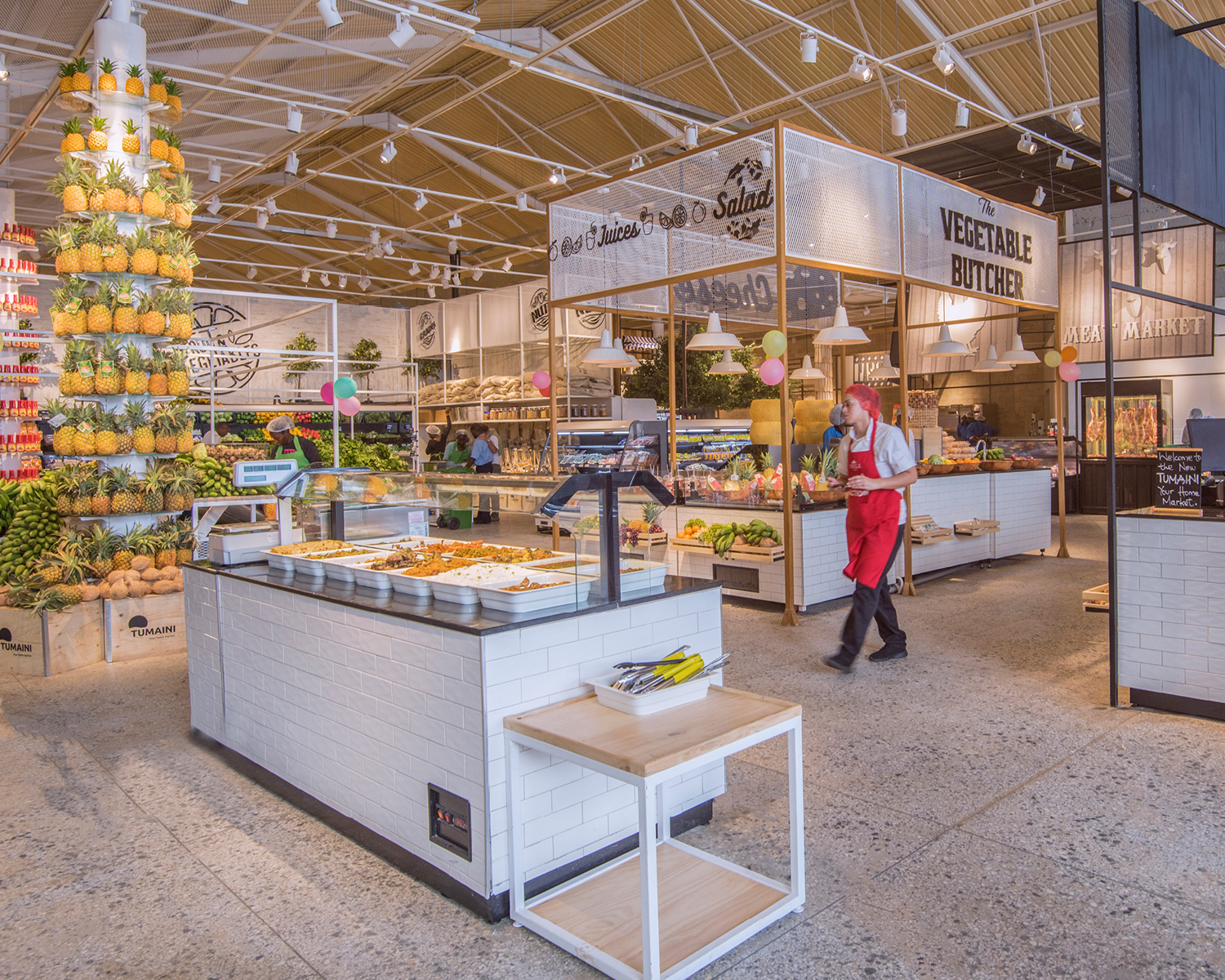 supermarket overview containing a rich buffet, salad bar and juice bar.