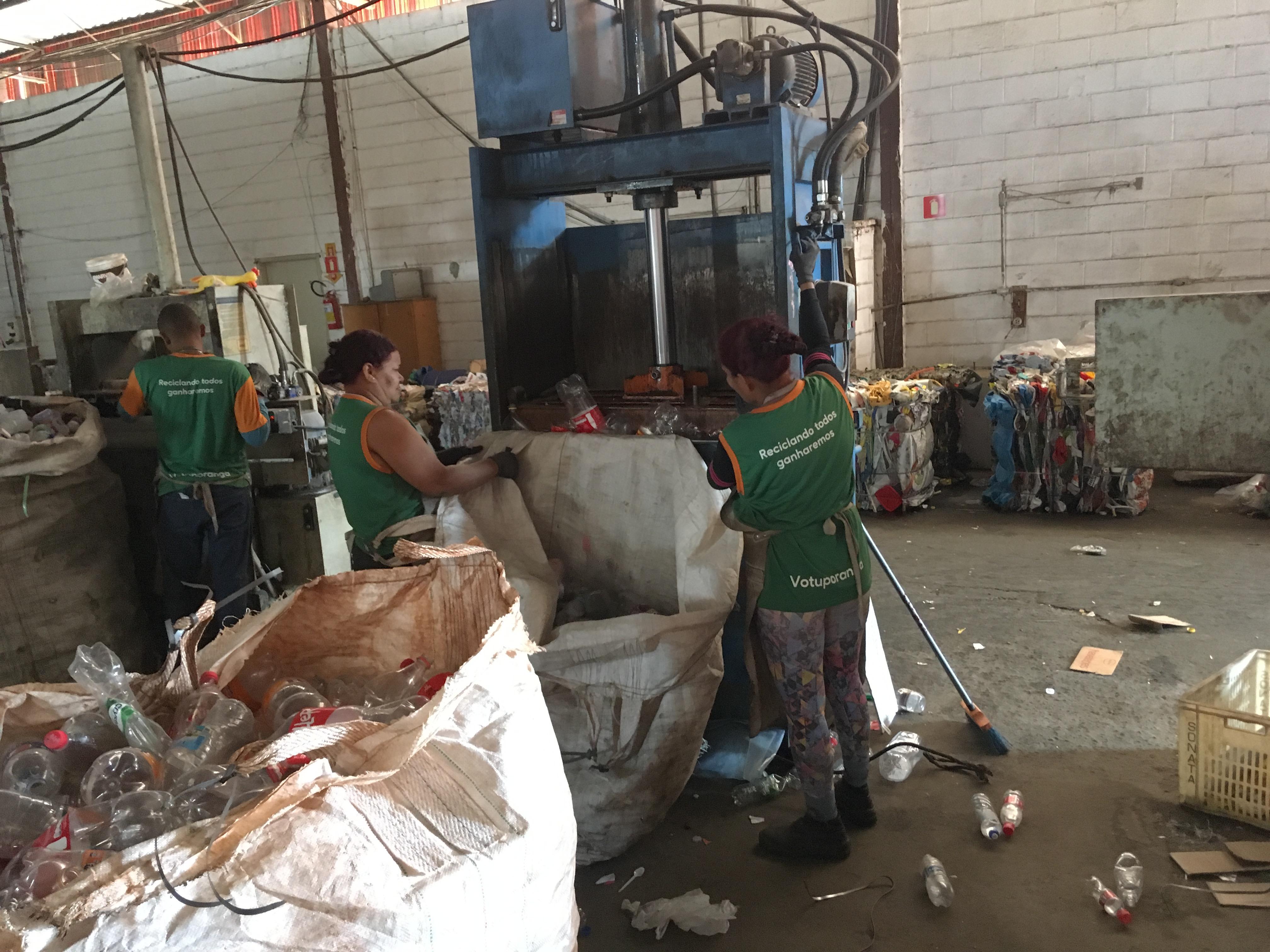 Após venda dos materiais para recicladoras, cooperativas podem comercializar notas fiscais como Créditos de Logística Reversa