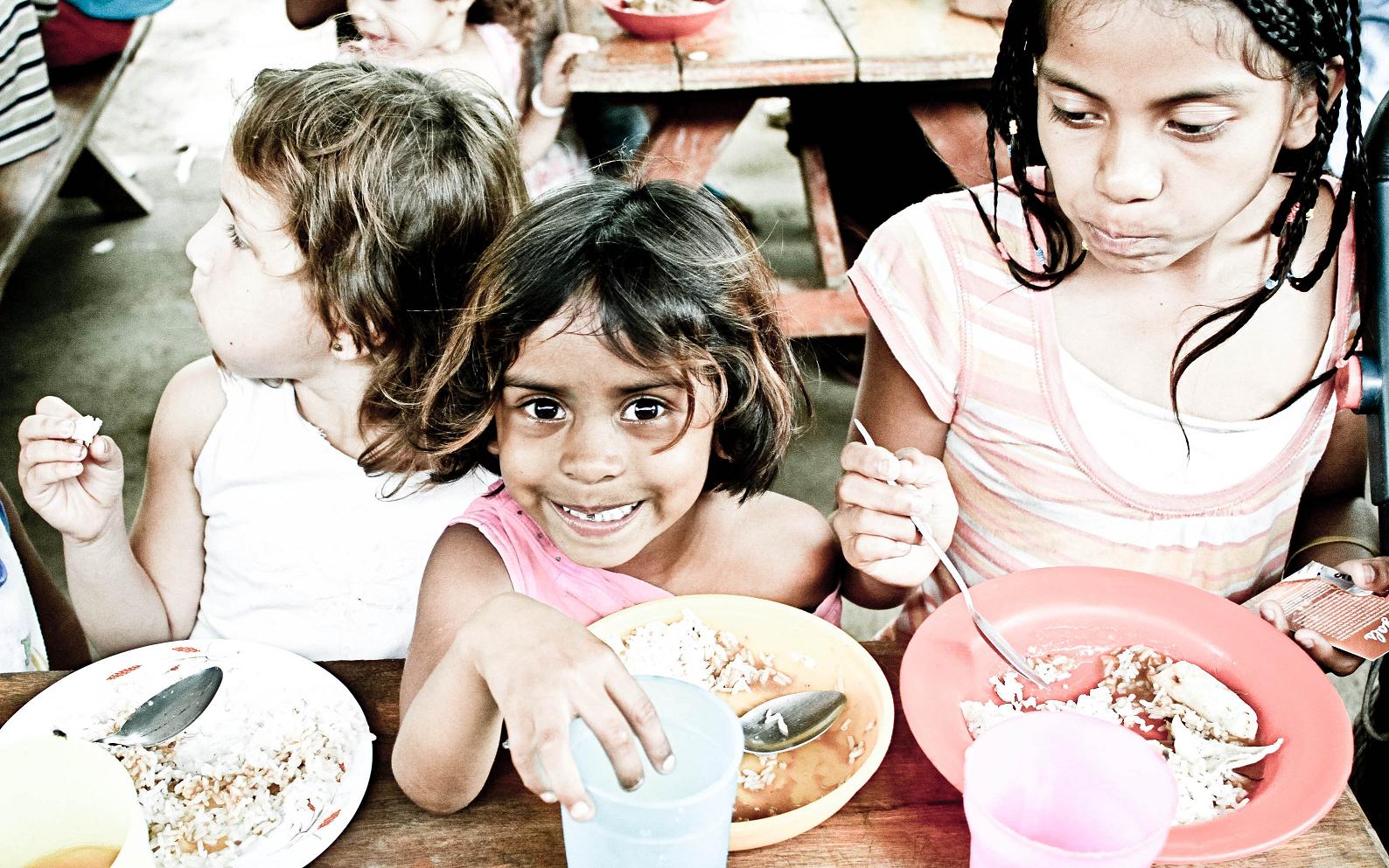 O ODS 2 visa garantir, especialmente às crianças, acesso a alimentos nutritivos durante todos os anos.