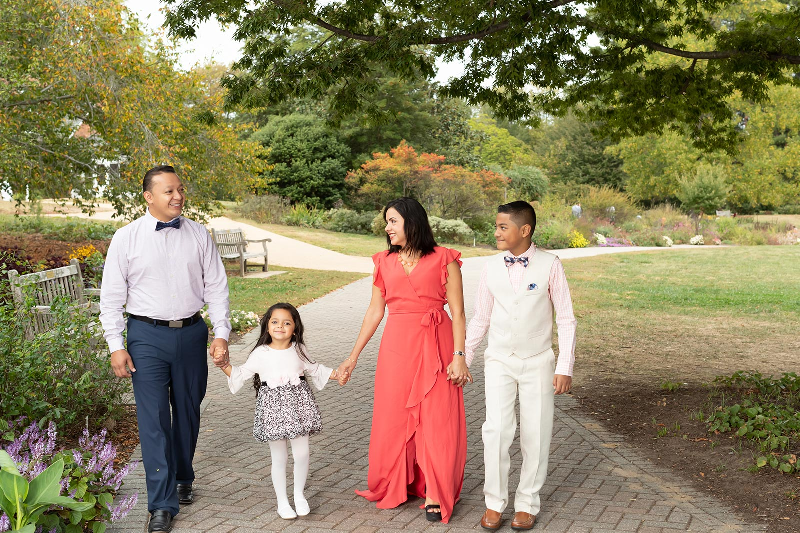 Lifestyle family photography at the Green Spring Gardens, Alexandria VA