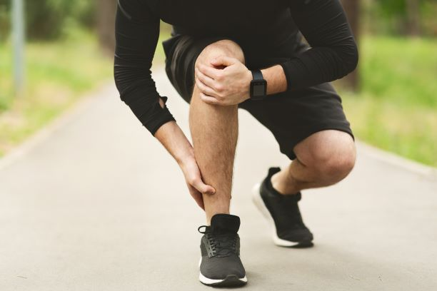 Runner with knee joint pain
