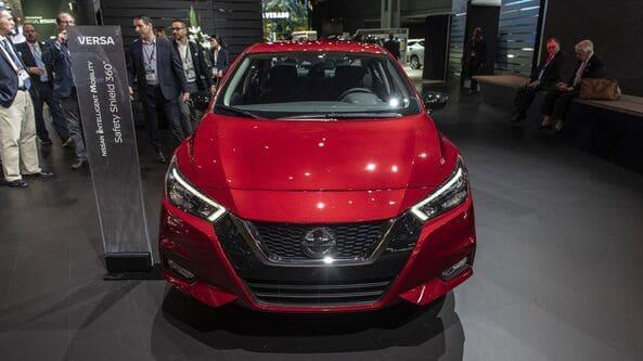 """Đầu xe Nissan Sunny 2020 trở nên khác biệt với bộ lưới tản nhiệt hình chữ """"V"""""""