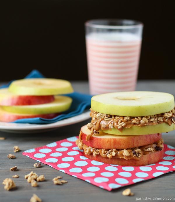 Bocadillos de Manzana con Crema de Cacahuate