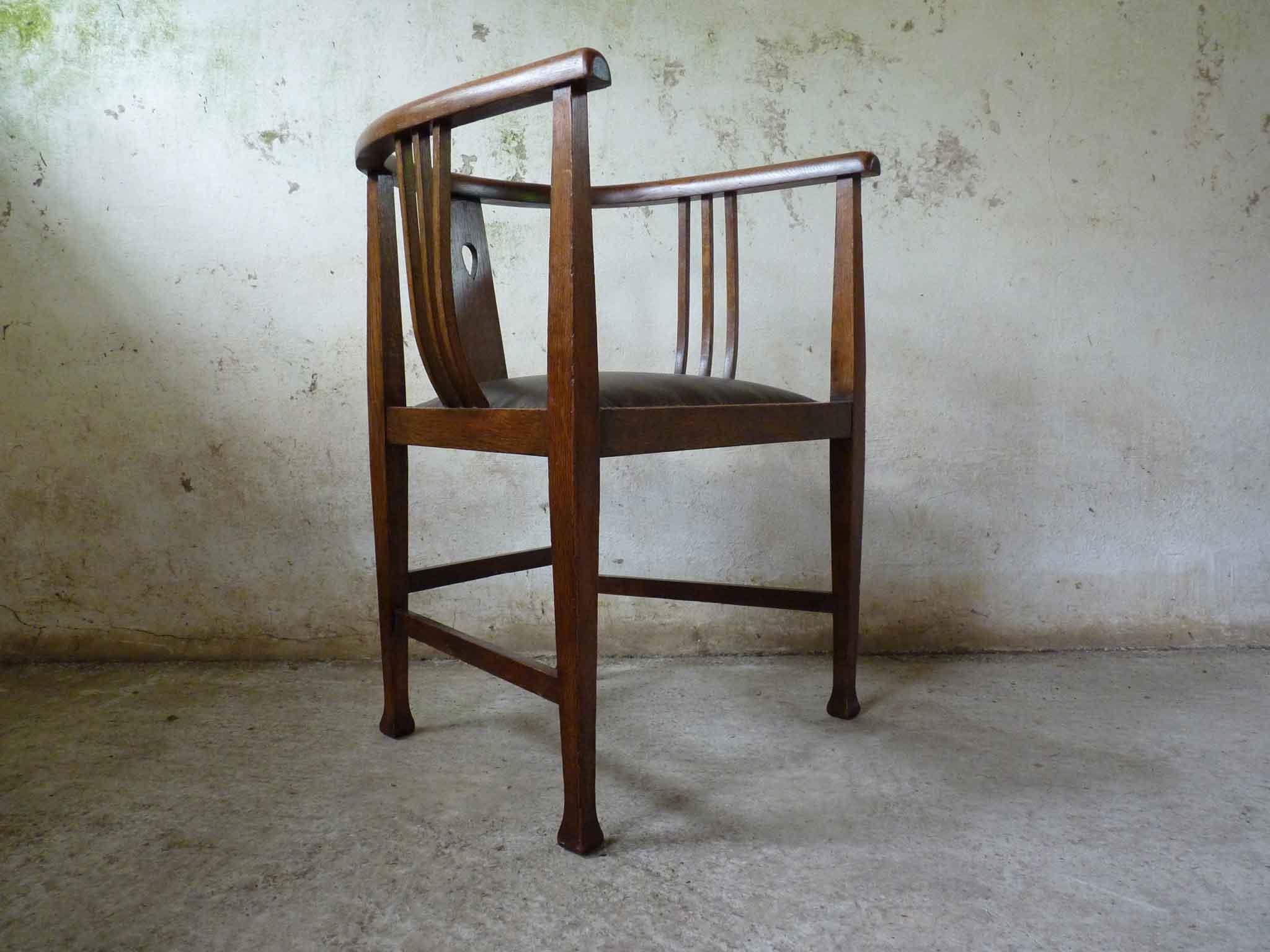 Arts and Crafts Glasgow school tub oak chair