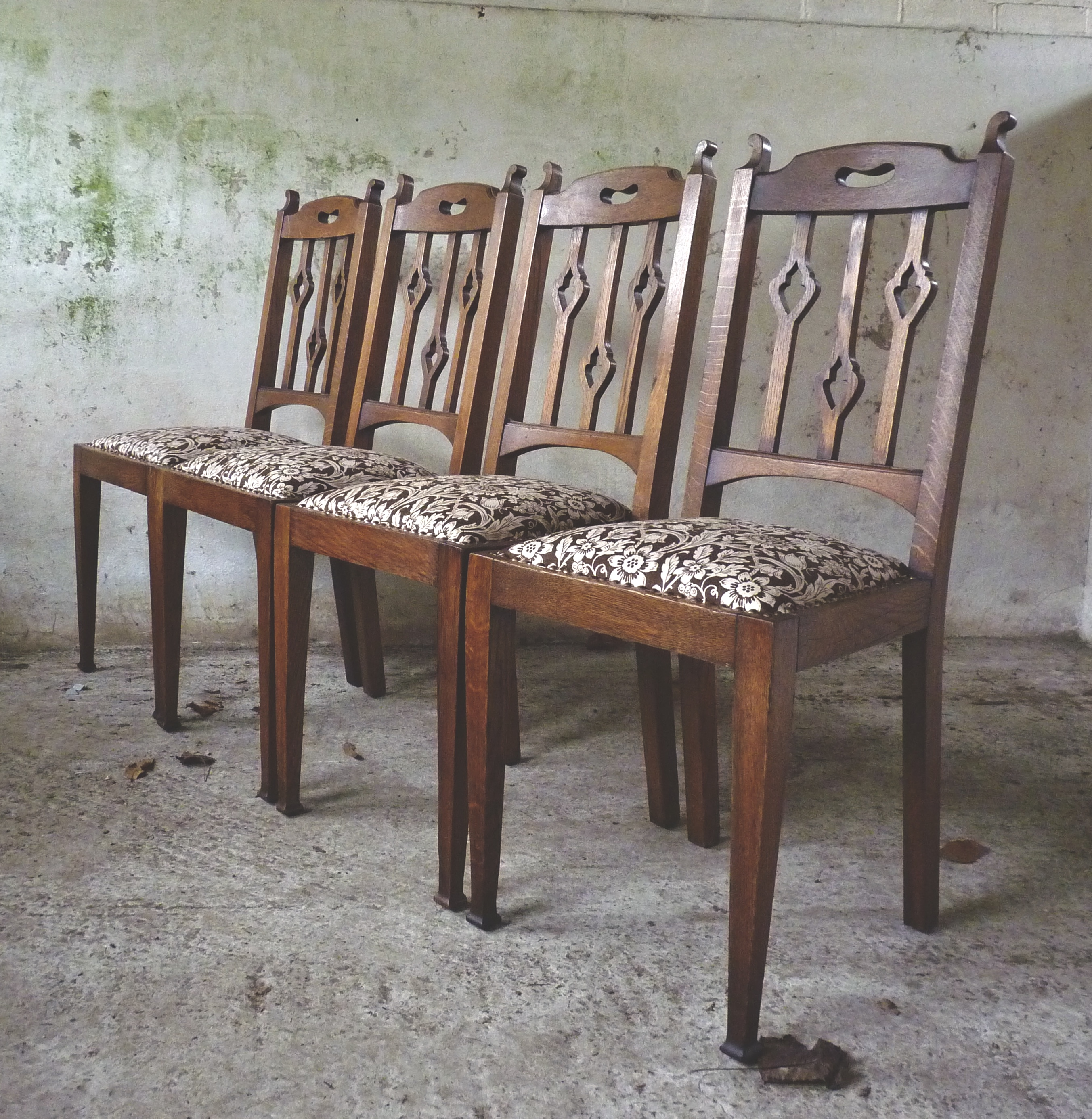 4x Arts and crafts style dining chairs