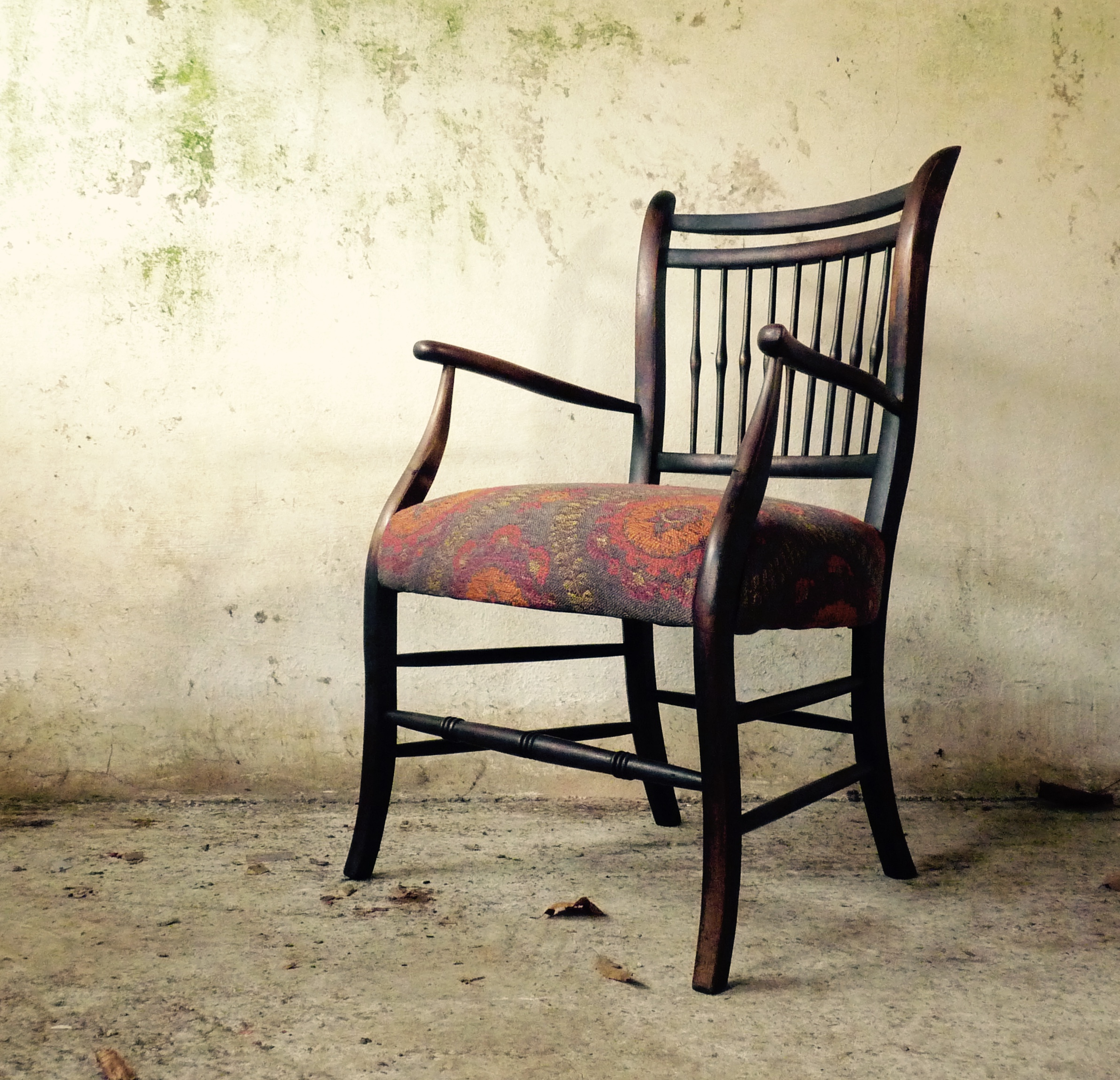 arts and crafts spindle back chair in Mulberry fabric