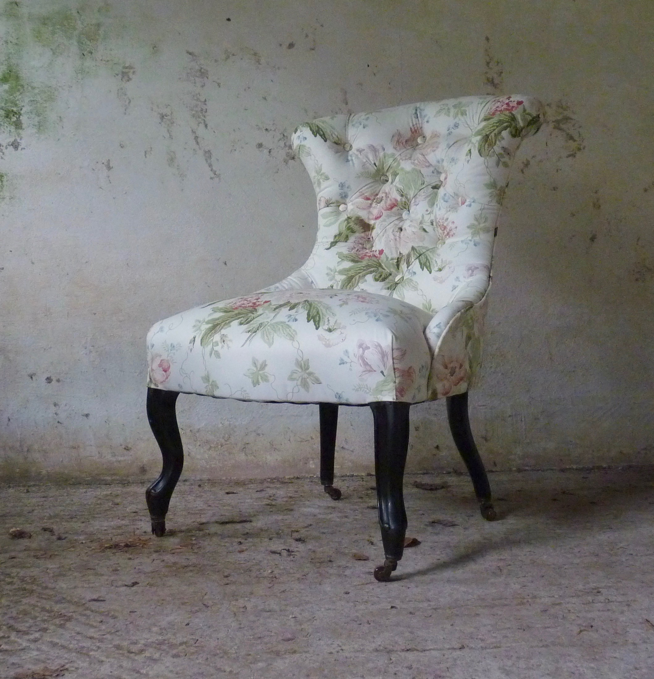 shapely victorian bedroom chair