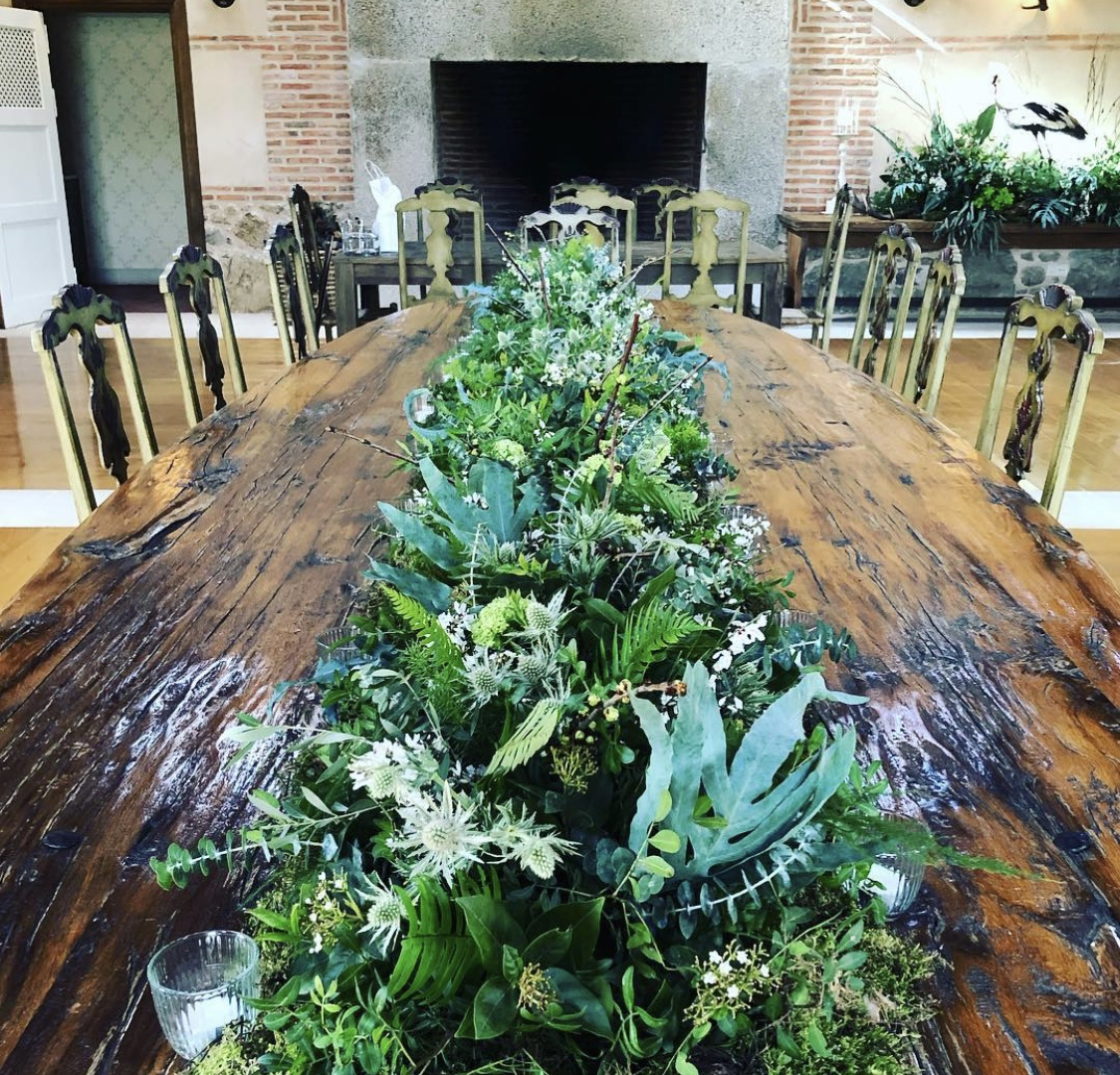 decoración mesa boda flores