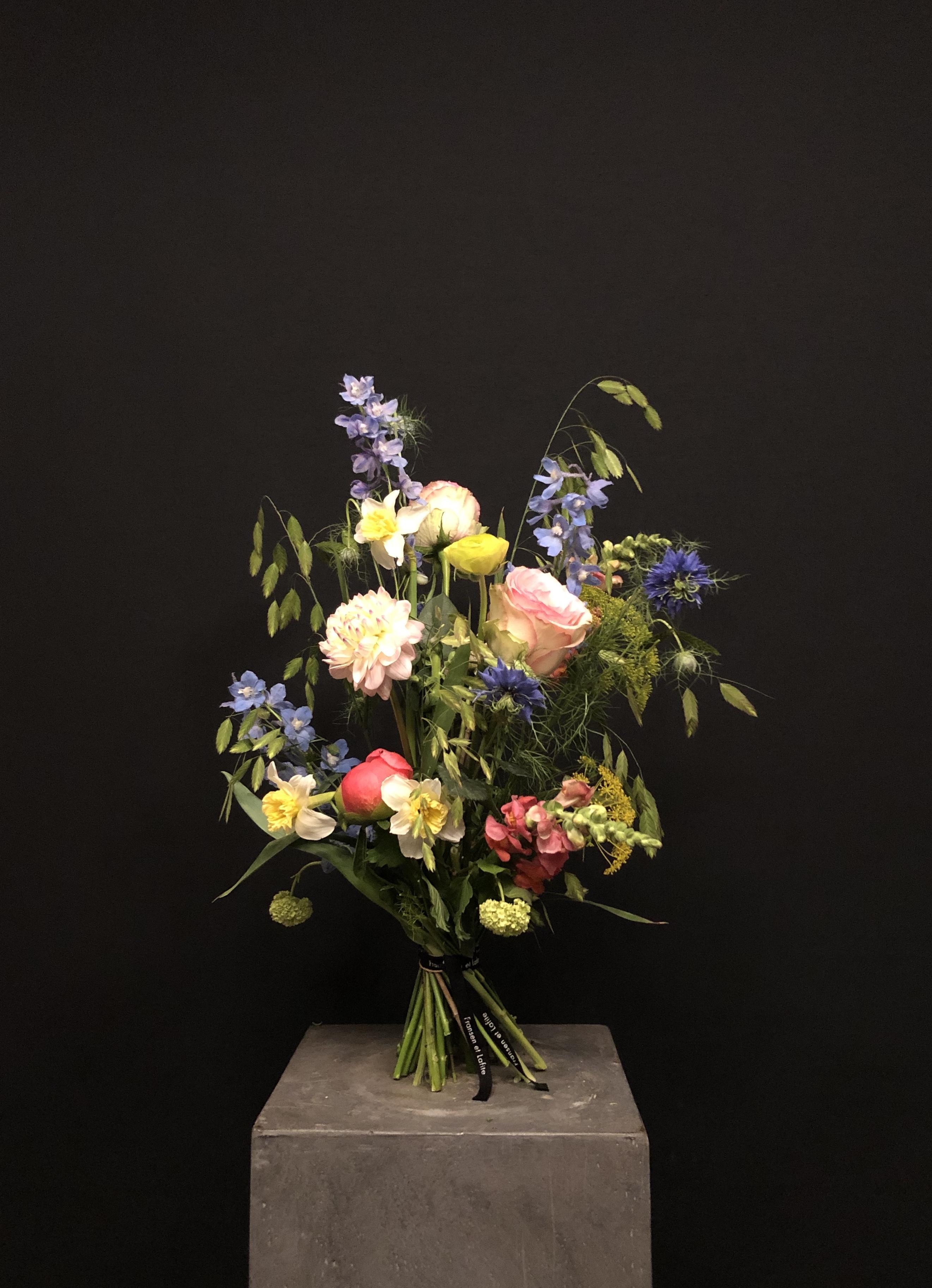 Ramo de flores con flor de temporada S