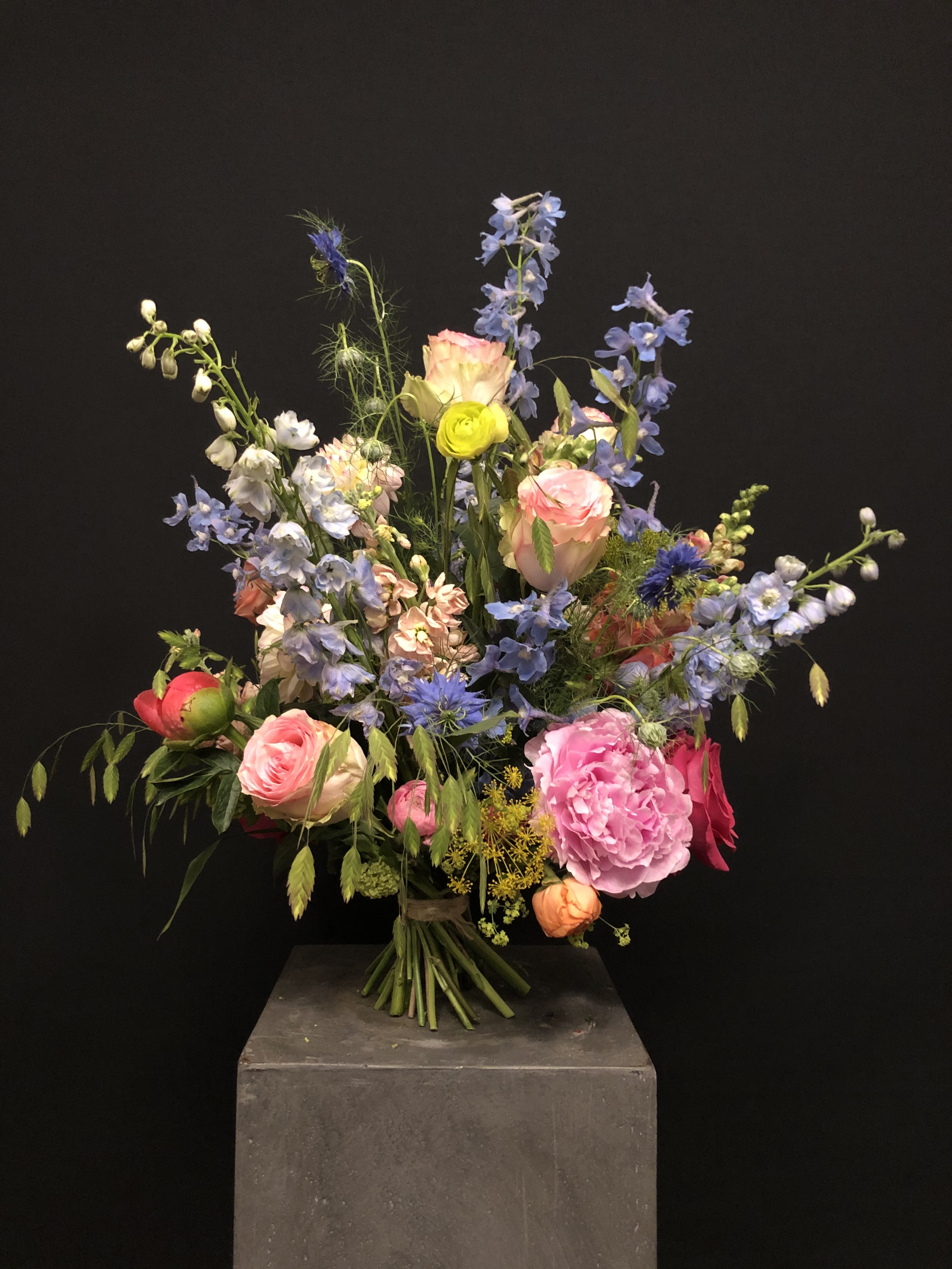 Ramo de flores con flor de temporada L