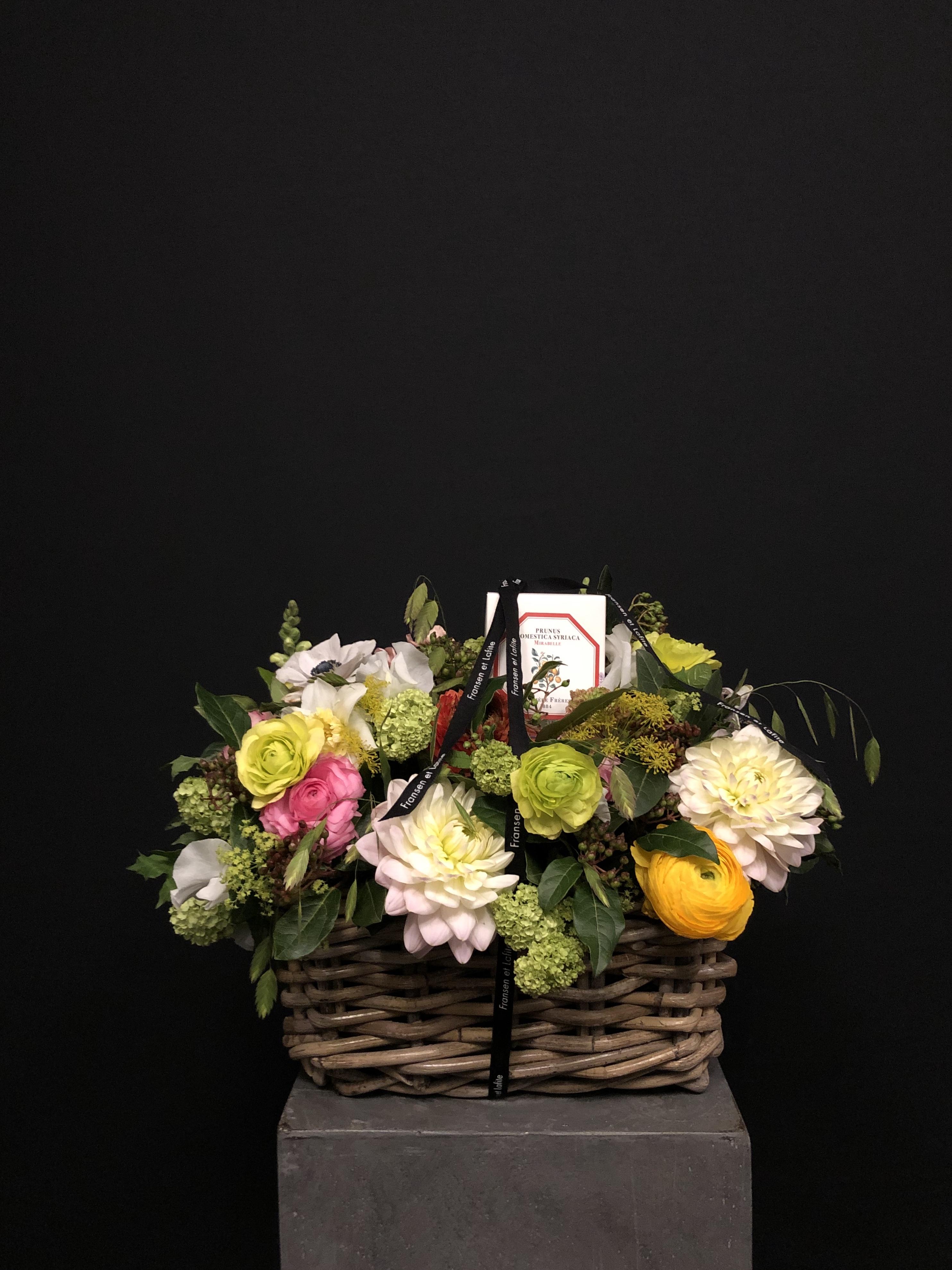 Cesta con flores y vela Carrière Frères