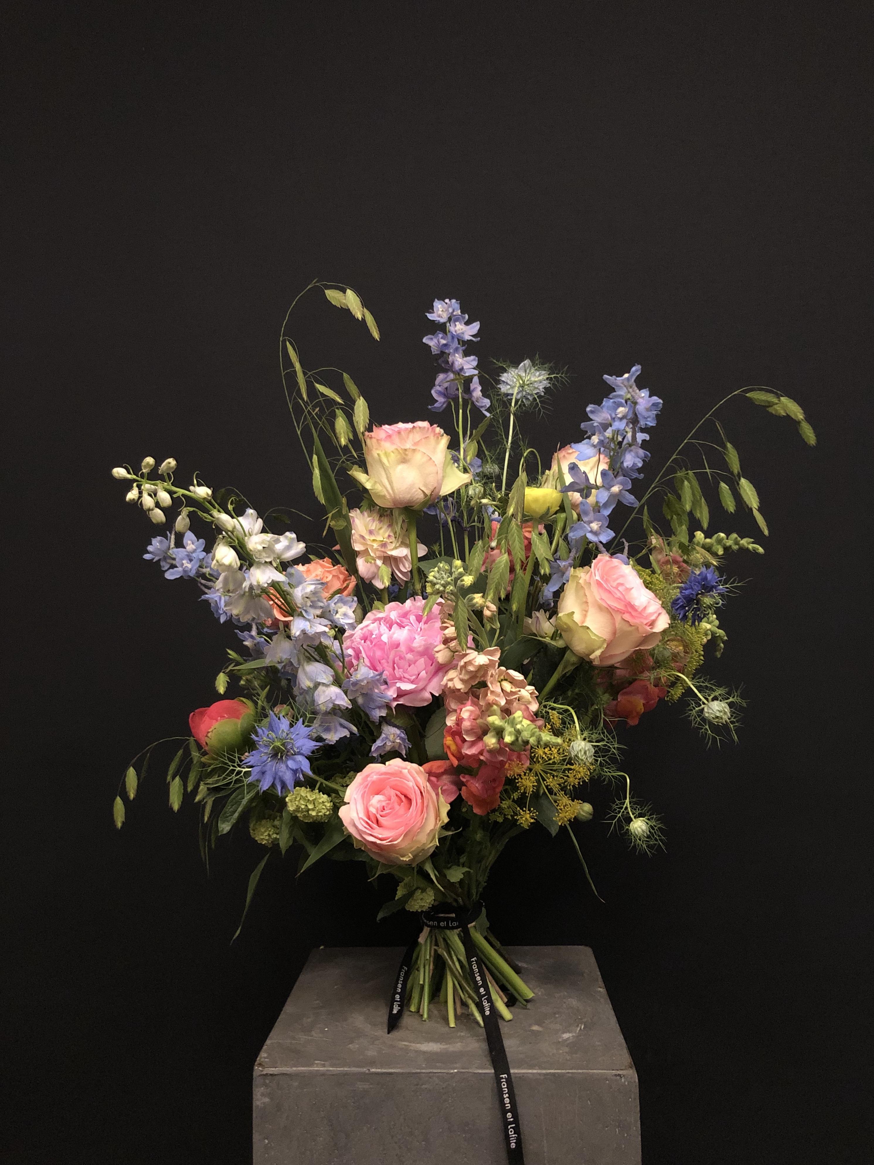 Ramo de flores con flor de temporada M