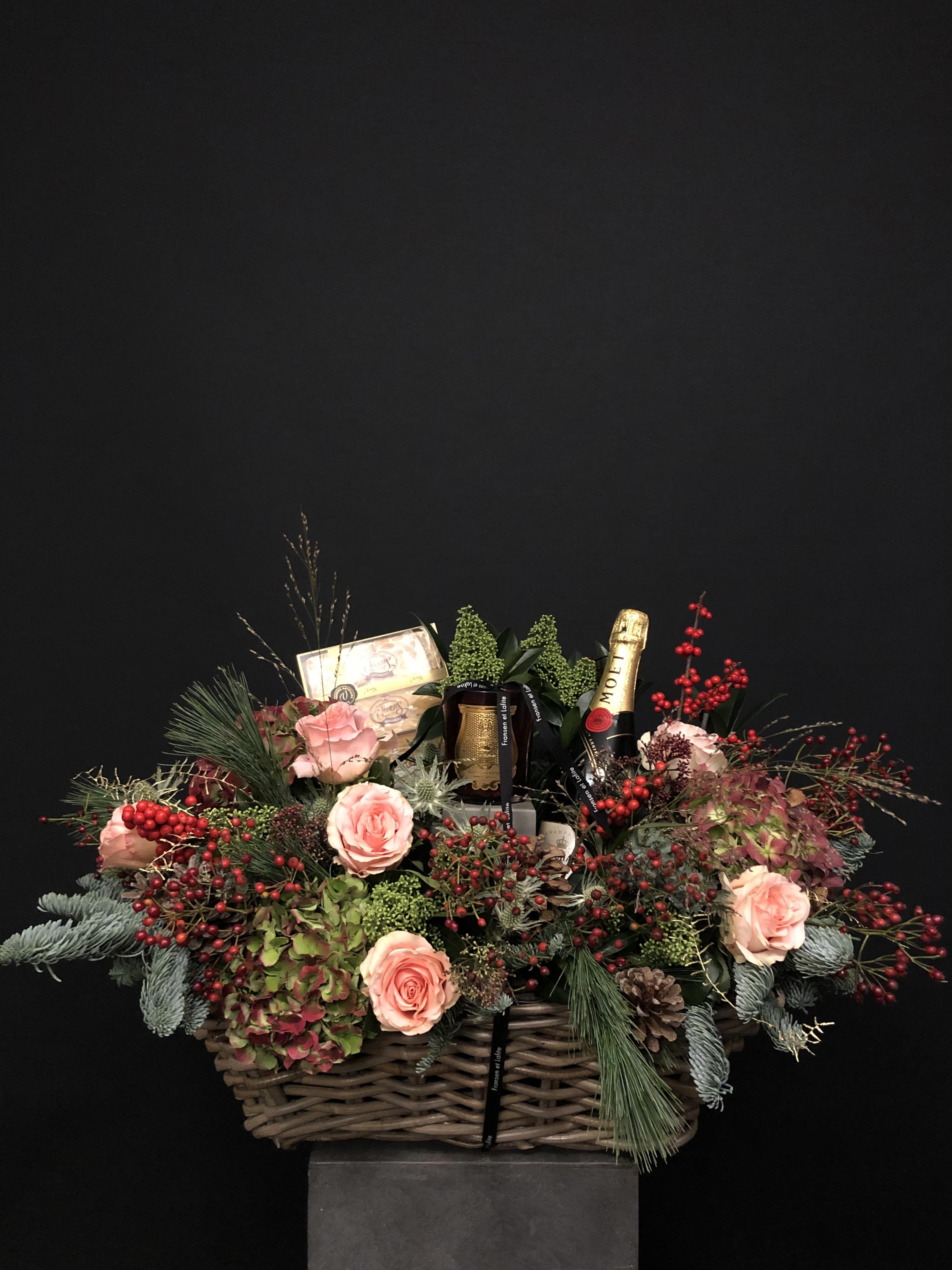 Cesta de Navidad con vela Cire Trudon, Moët en Chandon y turron