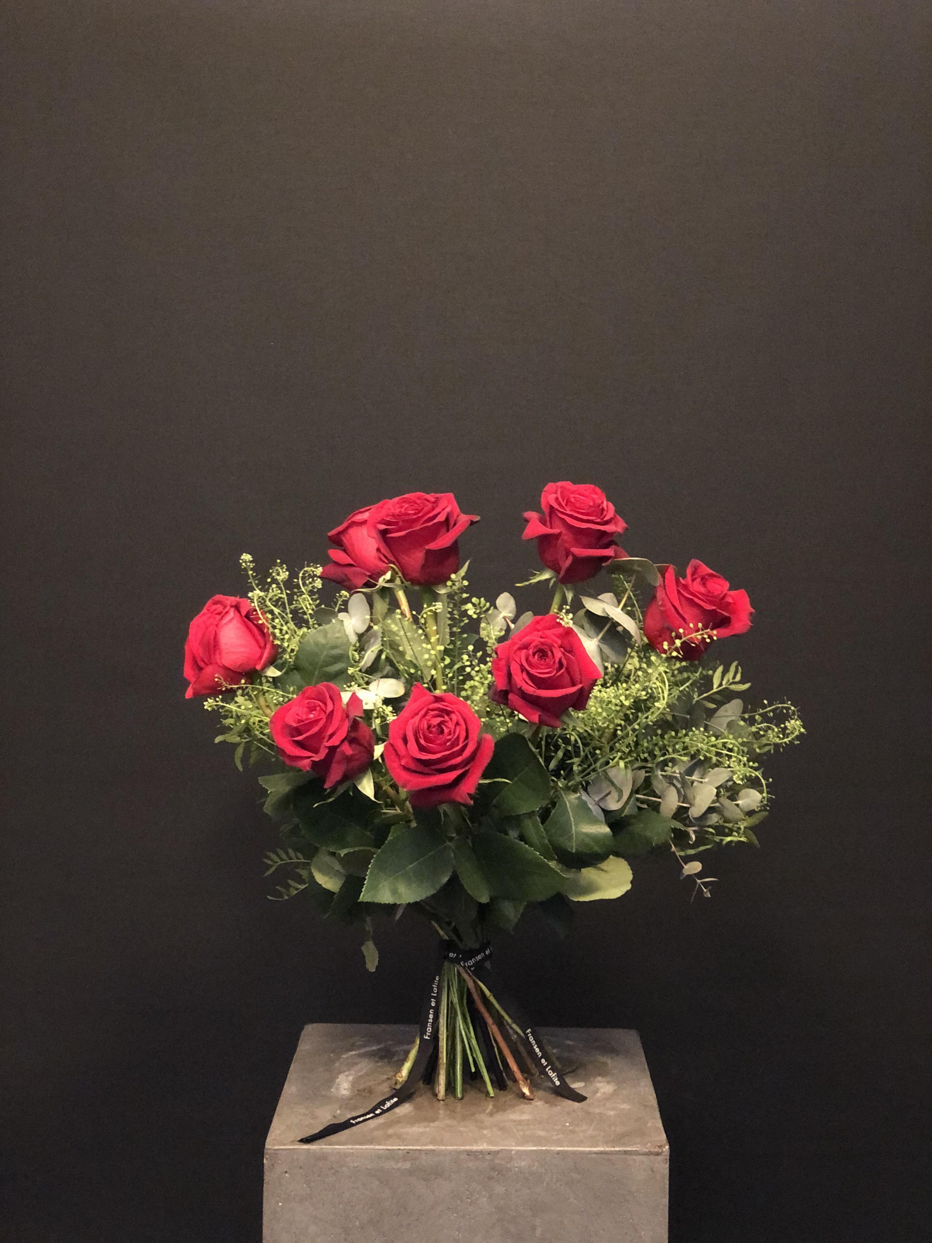 Ramo San Valentin 8 rosas con verdes