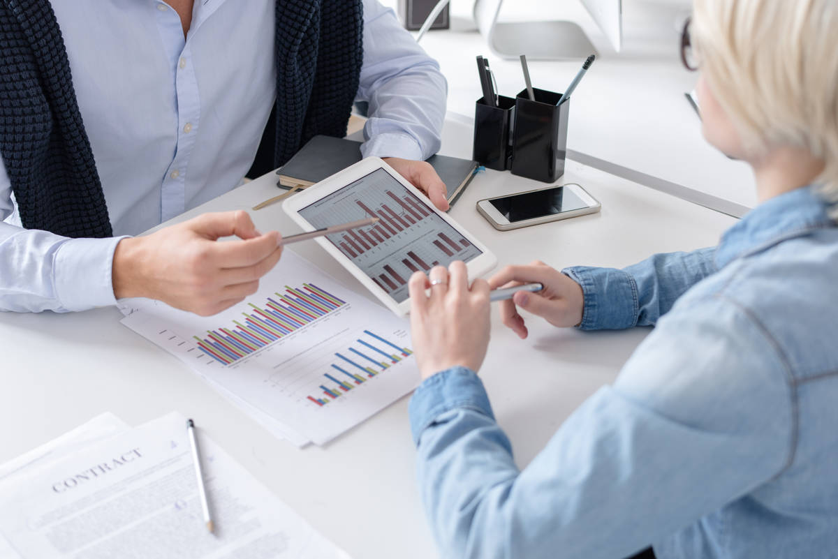 why organizations hire consultant