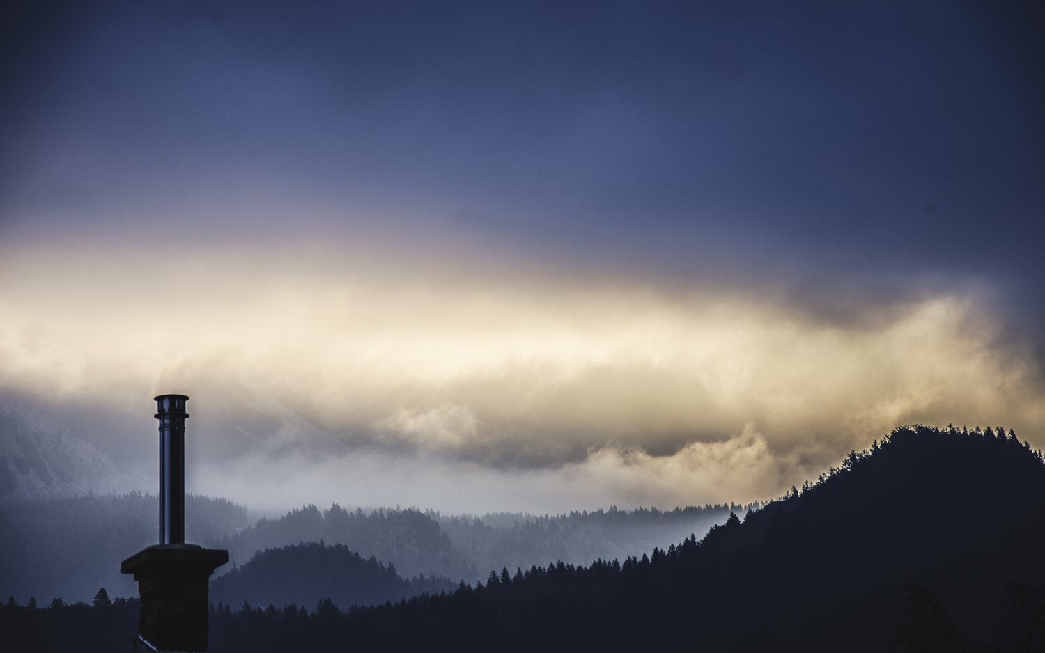 Foggy skyline with mountains