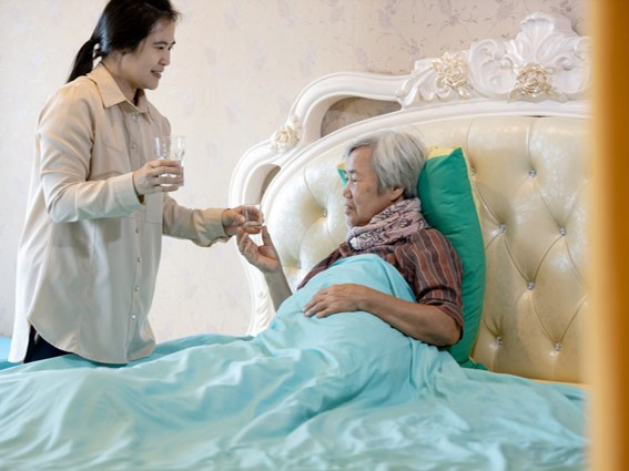 Live-in vs Part-time Caregiver - 8 Key Differences to Help You Decide
