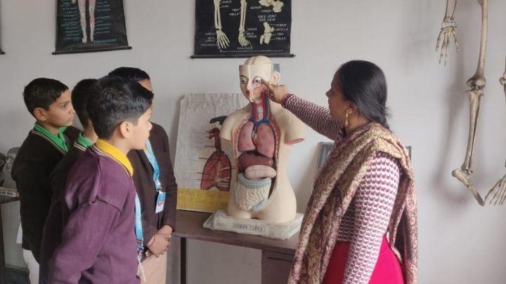 biology lab at nimt school ghaziabad