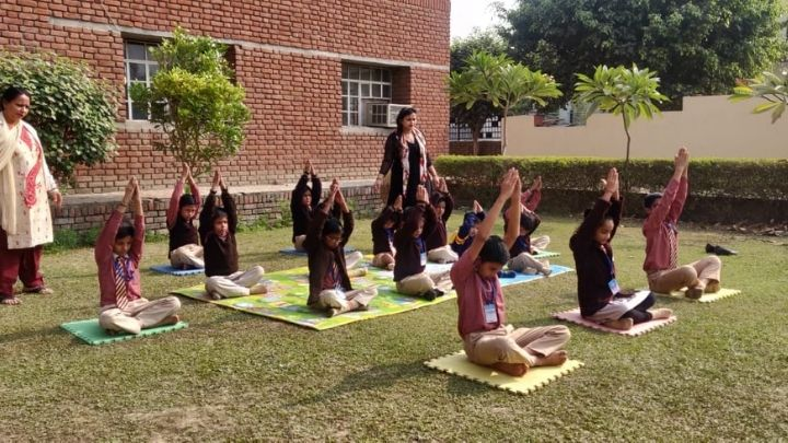 students performing yoga at nimt school ghaziabad