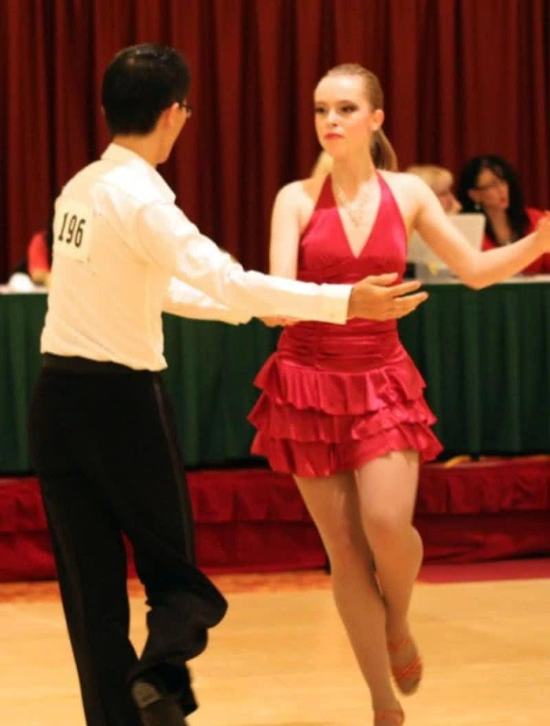 Corinna Zennig dancing