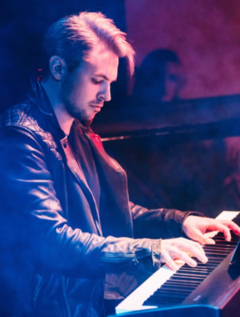 Alex Steeno playing piano