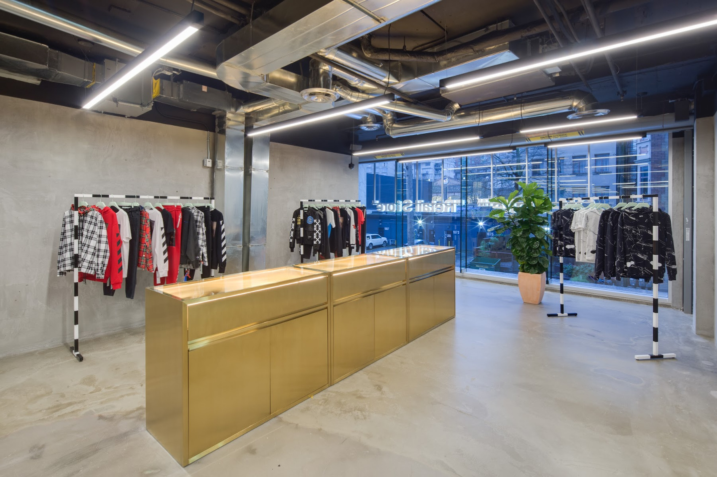 Commercial Offwhite Store