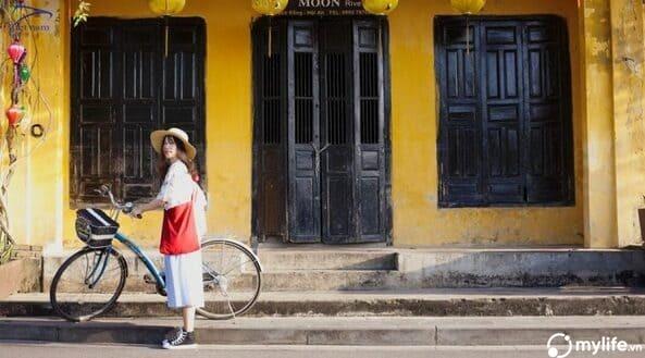 Thuê xe đạp để trải nghiệm vẻ đẹp yên bình khi du lịch Hôi An