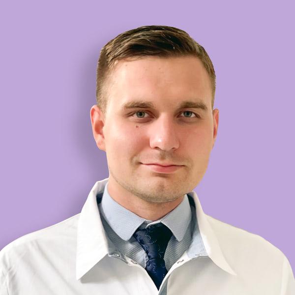 Врач Романов