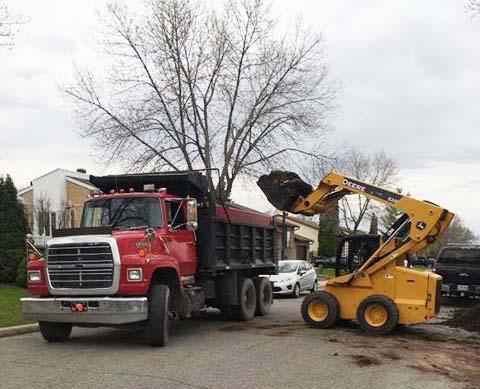 Ramassage de terre excédentaire pour transport en vrac Montréal Laval