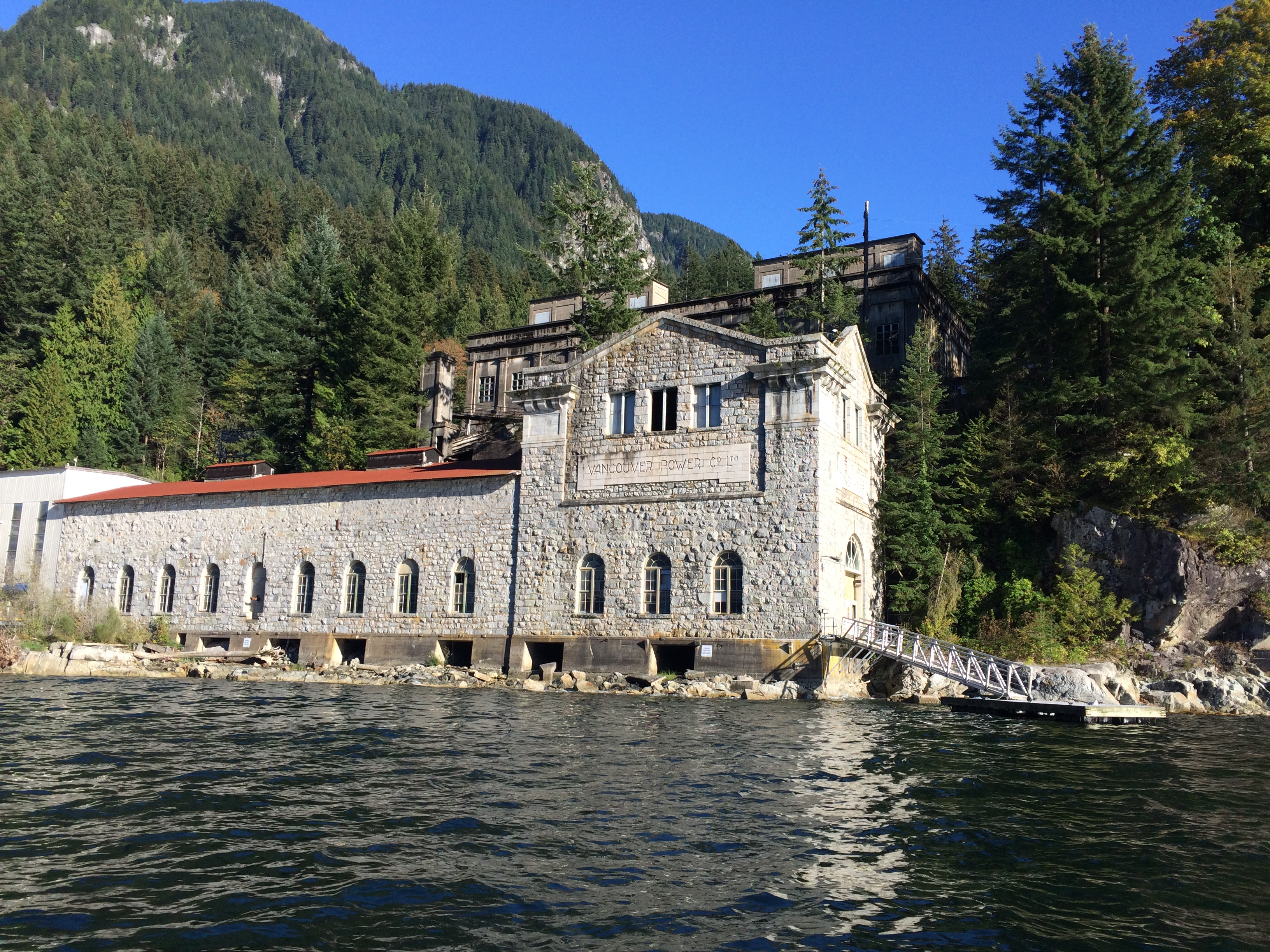 The 2 hour private boat charter with Captain Griff offers over 30 years of experience on the waters of Indian Arm where he will share some of the most picturesque landscapes of a glacial fjord, local historic sites and amazing wildlife.