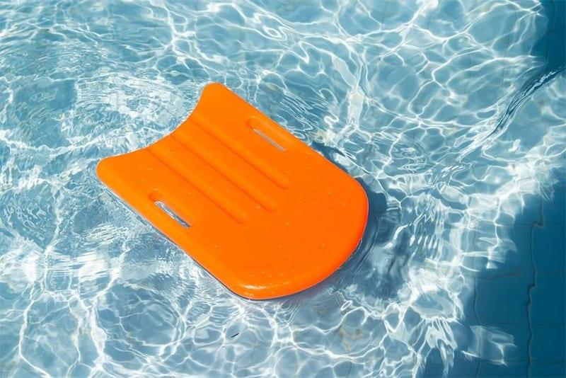 Swimming board