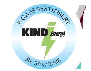 Kind Energi logo. Logoen er designet med Kind Energi med et grønt lyn mellom Kind og energi. I en blå ring rundt står det F-gass Sertifisering.