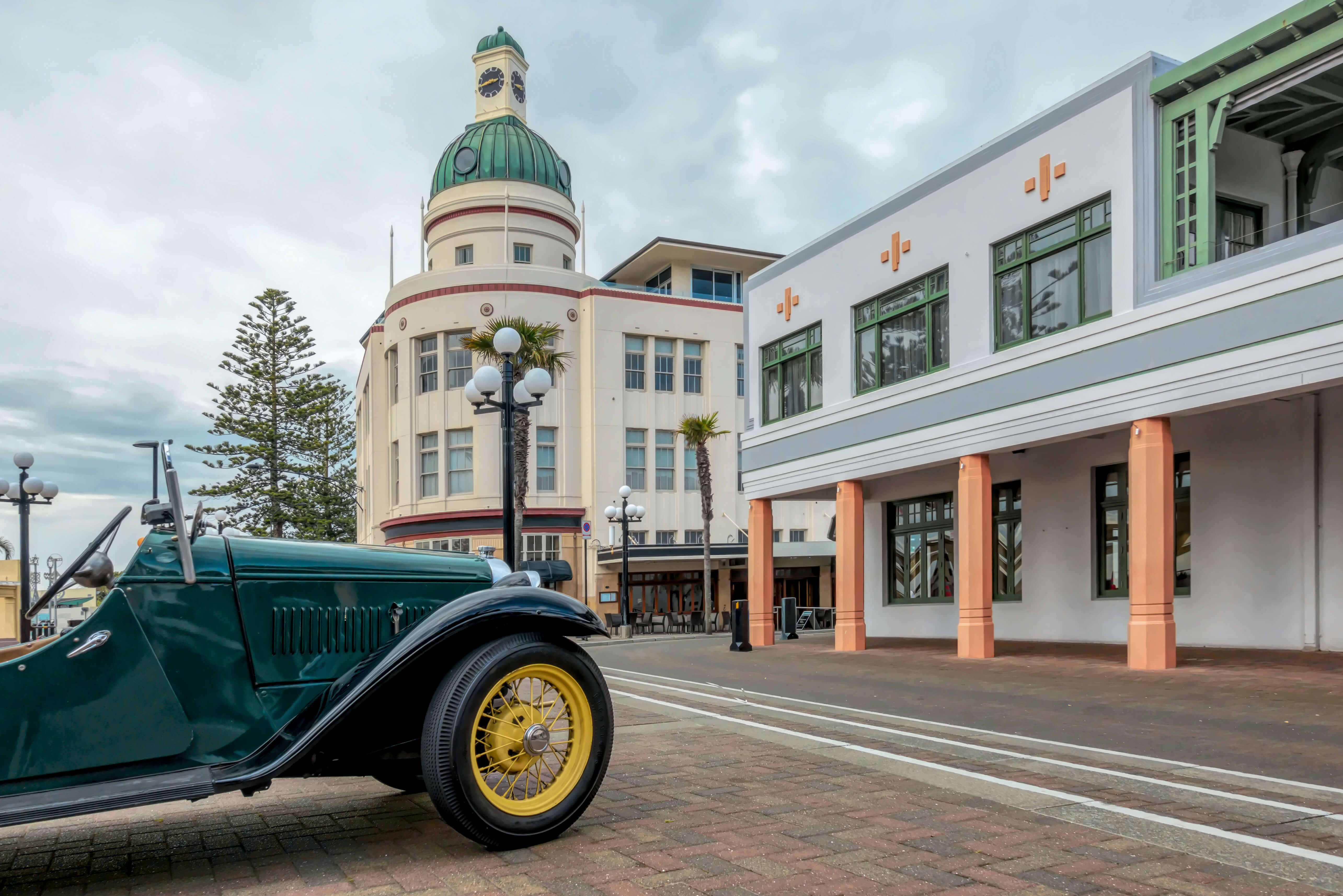 Napier's Iconic Symbols - The Dome and a Vintage Car