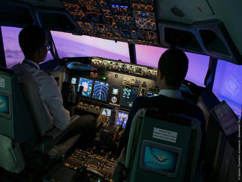 L'attribut alt de cette image est vide, son nom de fichier est aerosim-experience-simulateur-de-vol.jpg.