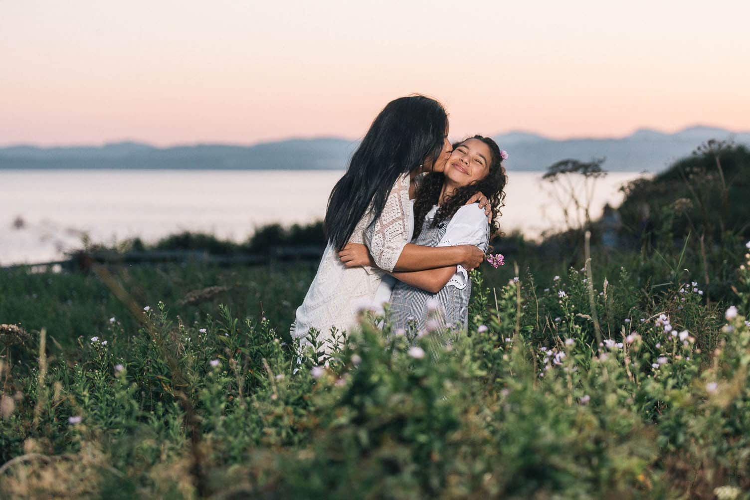 A mother and daughter share a moment of warmth at Beacon Hill in Victoria, BC. Photo by Marlboro Wang.