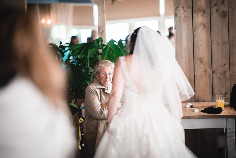 oma van de bruid