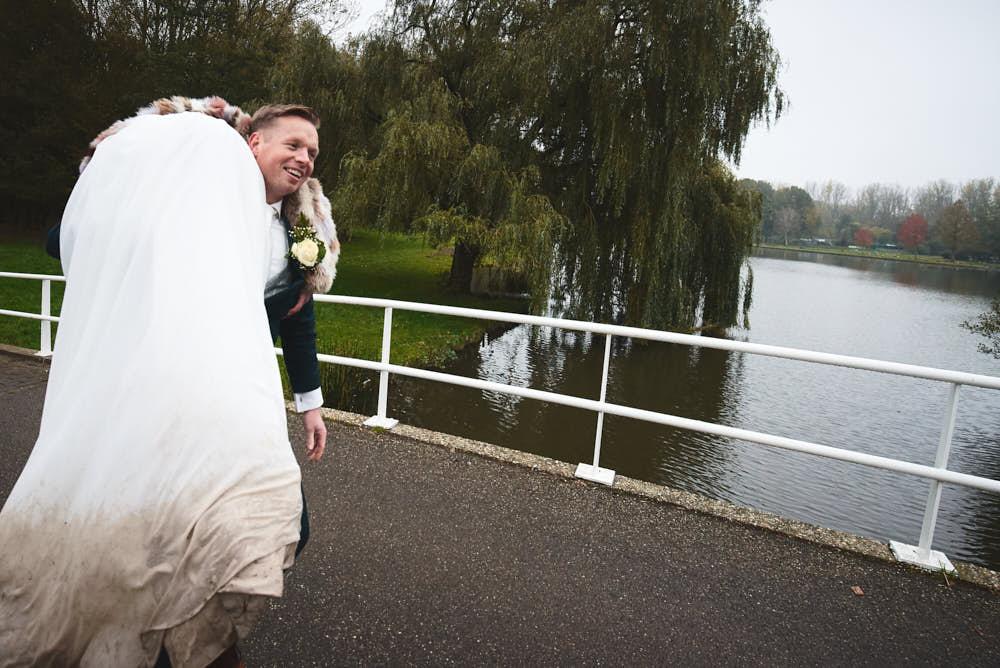 vieze trouwjurk bruid
