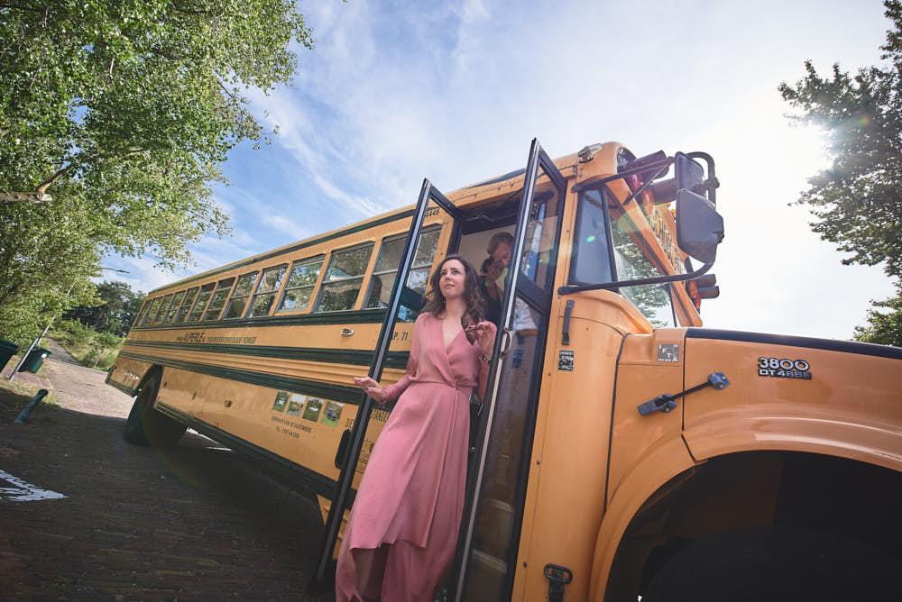 schoolbus huren trouwdag