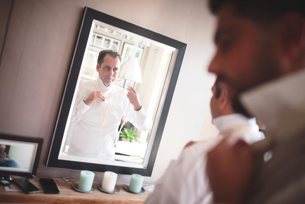 klaarmaken bruidegom weerspiegeling
